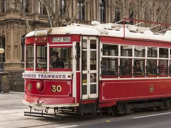 Взгляните на Бендиго, узнав о его прошлом на знаменитом старинном говорящем трамвае.