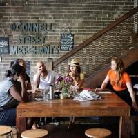 В кафе «Брютаун Ньютаун» можно очень уютно и комфортно посидеть и выпить чашечку кофе по выходным.