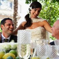 Некоторые компании обосновывают дополнительные расходы «трудностью» организации свадебных торжеств. Источник: Гетти Имаджес.