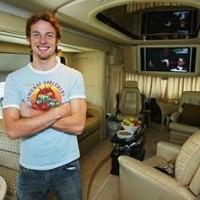 Автобус принадлежал Дженсону Баттону между 2003 и 2011 гг.