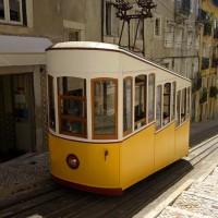 Улицы Лиссабона предлагают классический фон для романтичного путешествия.