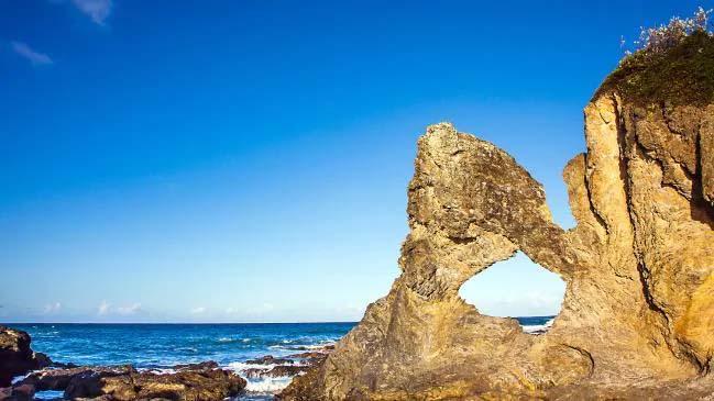 Ни одна поездка в Наруму не обходится без изображения этой культовой австралийской скалы. Фото: Istock