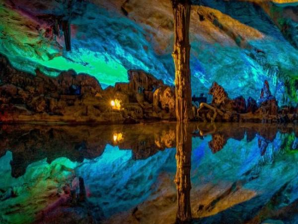 Радужные пещеры в Китае