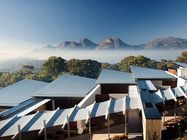 Вид из отеля Saffire Freycinet на Опасные Горы. Штат Тасмания, Австралия.