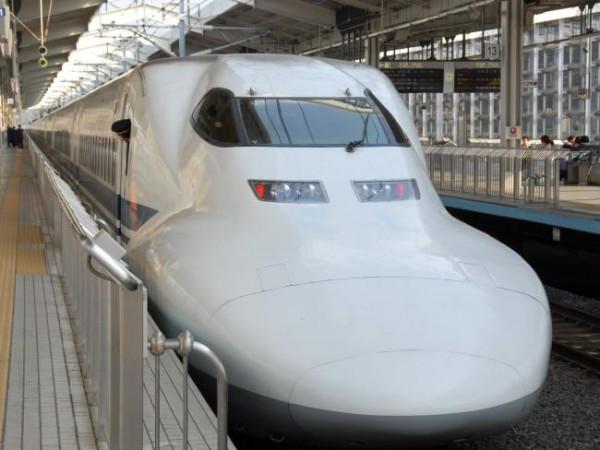 Высокоскоростной поездов Синкансэн в Японии.