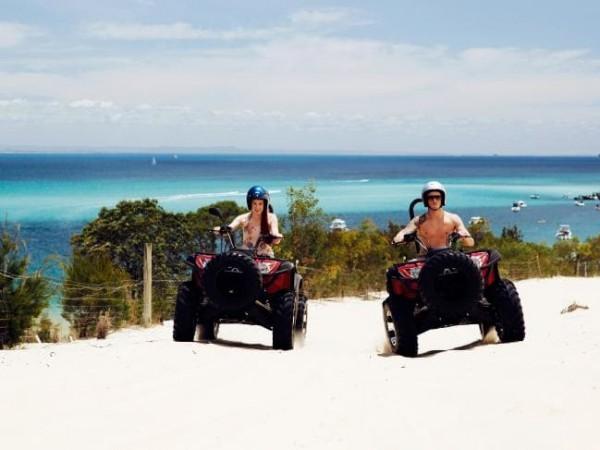 Треки для квадроциклов, сделанные для того, чтобы вы провели чудесный день на солнце.  Фото: Курорт Остров Тангалума