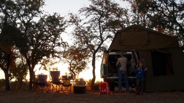 Установка лагеря в кемпинге близ Эль Куэсто.