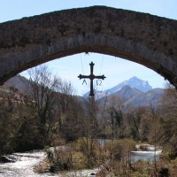 Фото: Римский мост в Кангас-де-Онис на севере Испании. Автор: Зоя Кертис.
